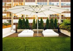 Tribeca Penthouse New York NY This Manhattan condo touts a private roof terrace with custom plantings and grass a sprinkler system an audio system built-in lighting and an outdoor kitchen with BBQ. Modern Landscaping, Outdoor Landscaping, Landscaping Ideas, Garden Furniture, Outdoor Furniture Sets, Outdoor Decor, Penthouse Garden, Modern Architects, Shade Trees