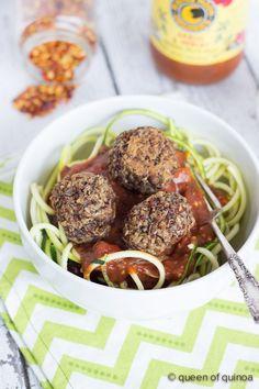 Vegan Quinoa Meatballs using mushrooms, lentils and quinoa == Queen of Quinoa Veggie Meatballs, Vegetarian Meatballs, Vegetarian Recipes Dinner, Raw Food Recipes, Vegan Vegetarian, Cooking Recipes, Healthy Recipes, Vegan Food, Tasty Meals