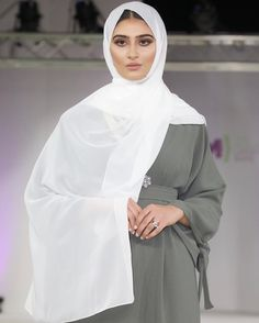   The Knot Sleeve   A very elegant look with this dusty green Abayah which is adorned with knot decor along the sleeve & a belt to… Abayas, Knot, Elegant, Green, Sleeves, Dresses, Decor, Fashion, Classy