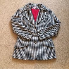 Houndstooth Wool-Tweed Blazer 12 This classic single breasted blazer is tailored from houndstooth wool-tweed. It's lined in silk. Wear it with tailored pants at the office, switching to mini skirt and ankle boots for evening. Size 12. Fits S/M or 4/6. Dry Clean. Good condition! Jackets & Coats Blazers