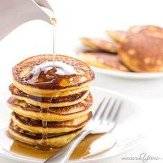 Keto Low Carb Pancakes Recipe with Almond Flour & Coconut Flour (Paleo, Gluten. These keto low carb pancakes with almond flour and coconut flour Breakfast Low Carb, Keto Breakfast Muffins, Keto Breakfast Smoothie, Low Carb Pancakes, Breakfast Recipes, Pancake Recipes, Fluffy Pancakes, Breakfast Ideas, Cheese Pancakes
