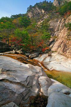 Seoraksan National Park, South Korea - looks like a grand place to hike - never been to South Korea - I think I'd like to visit there...