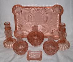 Reich pink glass trinket set Fenton Glassware, Antique Glassware, Cut Glass, Glass Art, Antique Vanity, Vintage Vanity, Vintage Pink, Pink Dishes, Vaseline Glass