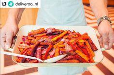 Happiness is... food at your door! 🥕🏡Now also Deliveroo in our Foodmaker The Hague - #carrots #rainbow #healthyfood #thefoodmaker #thehague #deliveroo #delivery #onlinefood #instafood #food #veggie #organic #saladbar