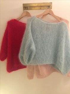 Knitting Patterns Poncho knit sweater sweater wool wool style poncho angora knit pastel and red Poncho Knitting Patterns, Knitted Poncho, Knitting Designs, Hand Knitting, Simple Knitting, Knitting Projects, Crochet Patterns, Mohair Sweater, Cropped Sweater