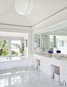 Great bathroom!   More decor lusciousness here: #spacious #bathroom #idea #home #homes