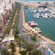 Buenos días #Alifornia! Mirar qué bonita la Explanada y el puerto vistos desde el Edif. Alicante. :) ⚓️ #Alicante #CostaBlanca #CaliforniaEuropea www.alifornia.es Bonita foto de @javicoferr