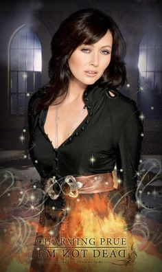 Serie Charmed, Charmed Tv Show, Shannen Doherty Charmed, Tv Girls, Female Pictures, Beautiful Celebrities, Female Celebrities, Alyssa Milano, Actresses