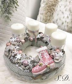 Christmas Advent Wreath, Pink Christmas, Outdoor Christmas, Holiday Wreaths, Christmas Home, Homemade Christmas Decorations, Diy Christmas Gifts, Handmade Christmas, Xmas Decorations