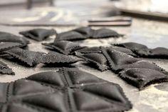 Frische Ravioli mit Krustentier-Füllung, eine Kreation unseres Küchenchefs Manuel Auer. Restaurant, Ravioli, Chocolate, Food, Fresh, Diner Restaurant, Essen, Chocolates, Meals