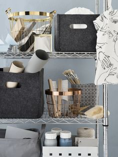 Inspirational as always when the Swedish stylist Lotta Agaton makes her magic. Here is her new campaign for H&M Home Workspace Inspiration, Home Decor Inspiration, Decor Ideas, Uni Bedroom, University Rooms, Hm Home, Ideas Para Organizar, Space Crafts, Bedroom Themes