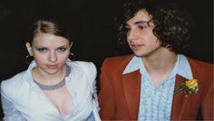 Scarlett Johansson Scarlett Johansson is a Hollywood beauty, but even her prom photo is embarrassing. Johansson and Jack Antonoff went to prom together back in Celebrity Prom Photos, Celebrity Look, Celebrity Couples, Celebrity News, Ellen Degeneres, Blake Lively, Michelle Obama, Jennifer Aniston, Brad Pitt