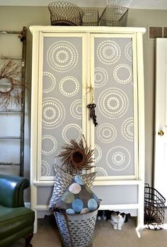 With wall stencils and Chalk Paint, you can design and decorate your own DIY stenciled cabinet or painted furniture piece. Choose your pattern and colors! Hand Painted Furniture, Refurbished Furniture, Paint Furniture, Repurposed Furniture, Furniture Projects, Furniture Makeover, Furniture Refinishing, Furniture Online, Furniture Outlet