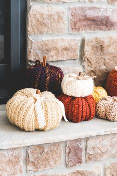 10 knit and crochet pumpkin patterns all gathered in a colorful and cozy yarn pumpkin patch. Includes free and paid patterns. Crochet Pumpkin Pattern, Halloween Crochet Patterns, Pumpkin Patterns, Ribbed Crochet, Crochet Fall, Free Crochet, Crochet Christmas, Double Crochet, Crochet Home Decor