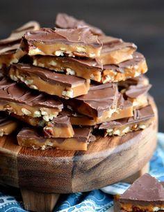 The Best Toffee Recipe, English Toffee Recipe, Easy Toffee Recipe, Caramel Toffee Recipe, Sugar Free Toffee Recipe, Butter Toffee Recipe, Fudge Recipes, Dessert Recipes, Gastronomia