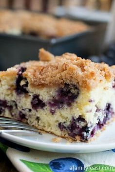 A delicious, 100 year old family recipe for Blueberry Buckle that has been passed down through generations! Blueberry Desserts, Köstliche Desserts, Delicious Desserts, Yummy Food, Baking Recipes, Cake Recipes, Dessert Recipes, Cupcakes, Cupcake Cakes