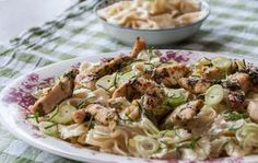 Chicken and Bow Tie Pasta Salad by Greek chef Akis Petretzikis. A uniquely delicious, aromatic pasta salad recipe for summer made with Greek strained yogurt! Pasta Salad Recipes, Chicken Pasta, Potato Salad, Side Dishes, Chicken Recipes, Salads, Turkey, Yummy Food, Meals