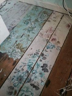 Create your own look with shabby chic flower floor boards www.moonlightbedr … – Shabby chic – Home Decor Shabby Chic Flur, Shabby Chic Hallway, Casas Shabby Chic, Shabby Chic Mode, Shabby Chic Bedrooms, Shabby Chic Cottage, Vintage Shabby Chic, Shabby Chic Style, Shabby Chic Furniture