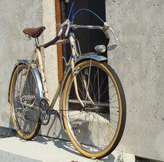 Terrot Randonneur 1943 Touring Bicycles, Touring Bike, Velo Retro, Bicycle Types, Old Bicycle, Urban Bike, Cycle Chic, Commuter Bike, Bicycle Design