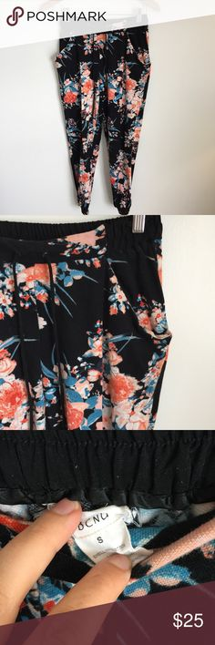 BCNU Drawstring floral pants joggers BCNU floral joggersaustrialian brand for Nordstrom, black joggers with floral pattern, drawstring waist. Pockets. Excellent condition! Bundle to save Nordstrom Pants Track Pants & Joggers