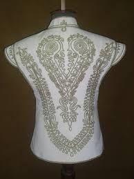 """Képtalálat a következőre: """"díszmagyar női ruha"""" Craft Patterns, Flower Patterns, Sewing Patterns, Folk Clothing, Clothing Patterns, Embroidery Stitches, Embroidery Patterns, Soutache Pattern, Hungarian Embroidery"""