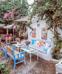 Huzur köşesi , happiness corner Backyard, Patio, Turkey Travel, Outdoor Furniture Sets, Outdoor Decor, Land Scape, Summer Vibes, Home Goods, Garden Design