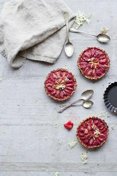 ... elderflower-rhubarb pie ...