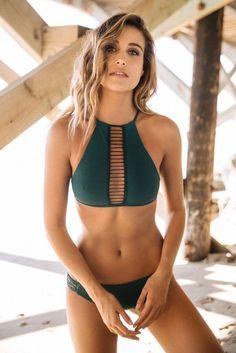 Sexy Hot Acolchoado Bikinis Swimwear Das Mulheres Correias de Cintura Baixa Verde Bandage Swimsuit Bikini Set Halter Brasileiro Maiô Biquin Plus Size Bikini, Bikini Beach, Bikini Set, Bikini Babes, Bikini Girls, Halter Bikini, Bikini Models, Sexy Bikini, Acacia Swimwear