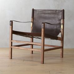 With plush lounge chairs, sleek side chairs and living room chairs for virtually any space, offers modern chairs created for comfort and style. Leather Lounge, Leather Chairs, Vintage Chairs, Diy Chair, New Furniture, Furniture Ideas, Lacquer Furniture, Timber Furniture, Chairs