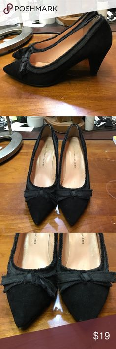 Marc by Marc Jacobs Black Velvet Pointed Heels Marc by Marc Jacobs  • Size: 9 • Color: Black • Pointed Toe Bow tie Heels, Good Condition! 📍Condition: Wear on soles, SLIGHT Wear on insoles Marc by Marc Jacobs Shoes Heels