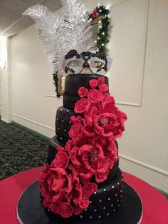 Classic masquerade or sweet 16 cake! Love the colors- black, red, silver My Big… Masquerade Party Cake, Sweet 16 Masquerade, Masquerade Wedding, Quinceanera Cakes, Quinceanera Centerpieces, Sweet 16 Themes, Sweet 16 Cakes, Sweet Sixteen Parties, Sweet 16 Birthday