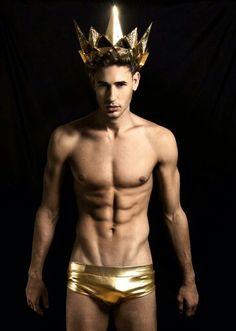 #VicMucio #TheRoyals #Golden #Crown