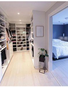 Best Apartment Closet Decor Walk In 23 Ideas Walk In Closet Design, Bedroom Closet Design, Master Bedroom Closet, Closet Designs, Walk In Closet Ikea, White Closet, Closet Doors, Bedroom Closets, Dream Closets