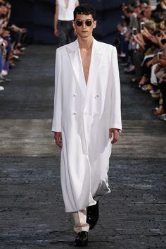 Maison Margiela - Spring 2016 Menswear - Look 4 of 30?url=http://www.style.com/slideshows/fashion-shows/spring-2016-menswear/maison-martin-margiela/collection/4