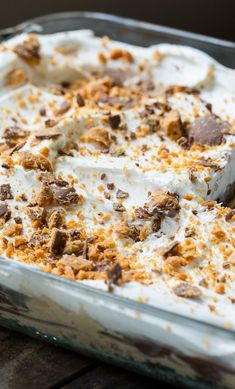 You won't find a more delicious dessert than this cool and creamy Butterfinger Chocolate and Peanut Butter Lush. Finger Desserts, Butter Finger Dessert, Peanut Butter Desserts, Desserts To Make, Delicious Desserts, Yummy Food, Cool Whip Desserts, Peanut Recipes, Frozen Desserts