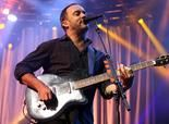 Dave Matthews hitchhikes with fans to own concert - I bag on Dave Matthews fans a lot, but he seems like a cool dude...