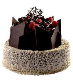 Speciální dort 03 Dvoupatrový dort, o rozměrech 18 cm a 24 cm, zdoben různými tvary čokolády a čerstvým ovocem.