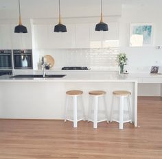 Trendy Ideas For Kitchen Lighting Pendant Cupboards Kitchen Benches, Kitchen Dinning, Kitchen Stools, New Kitchen, Kitchen Decor, Kitchen Ideas, Kitchen Colour Schemes, Kitchen Wall Colors, Black Kitchens
