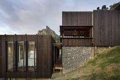 Image 18 of 18 from gallery of Castle Rock Beach House / Herbst Architects. Photograph by Herbst Architects New Zealand Architecture, Architecture Awards, Residential Architecture, Modern Architecture, Architecture Wallpaper, Indian Architecture, Castle Rock, Casa Do Rock, Beach House Pictures