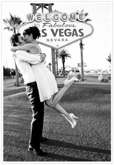 Las Vegas engagement pic.. Must have! Not as an engagement pic obviously but it's adorable!