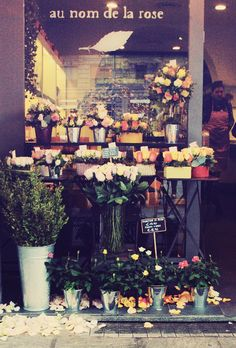 Place to go: au nom de la rose Flower Cart, My Flower, Wonderful Places, Beautiful Places, Milan, Petal Pushers, Flower Shops, Oh The Places You'll Go, Nice View