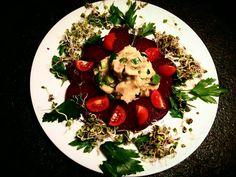 Jesienne carpaccio z buraka podane z purre ziemniaczona szczypiorowy Cobb Salad, Food, Meal, Eten, Meals