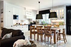 Klasyczna czy raczej nowoczesna? W czystej bieli czy ocieplona drewna? Jaka jest Twoja wymarzona kuchnia? Zobacz modele białych kuchni zaprojektowane przez Pracownię Mebli Vigo i wybierz swój typ.