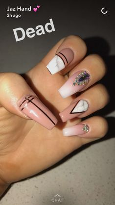 The latest fashion trends of 2019 nails are revealed here. Let's imagine what design nails would be the best before. Glam Nails, Dope Nails, Beauty Nails, Gorgeous Nails, Pretty Nails, Alien Nails, Cute Acrylic Nails, Nails Inspiration, Hair And Nails