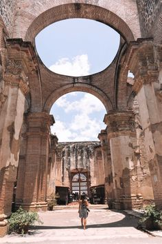 Antigua's MUST DO list - all of the top spots you should visit on a trip to Antigua, Guatemala. Guatemala City, Minimalist Photography, Travel Inspiration, Travel Ideas, Urban Photography, Photographing Babies, Walking Tour, Stuff To Do, Places To Visit