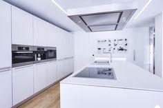 Chiralt Arquitectos Valencia - Cocina moderna, minimalista, blanca, funcional.