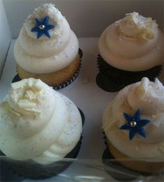 Wedding cupcakes: blue, silver and white.