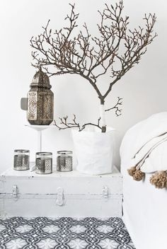 Inspiration décoration Marocaine tout en blanc Moroccan Tiles, Moroccan Lamp, Bedroom Pictures, White Bedroom, Design Art, Interior Design, Home Living, Lamps, Interiors
