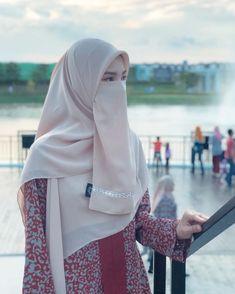 Beautiful Muslim Women, Beautiful Hijab, Hijabi Girl, Girl Hijab, Hijab Niqab, Muslim Beauty, Islamic Girl, Hijab Fashion Inspiration, Muslim Girls