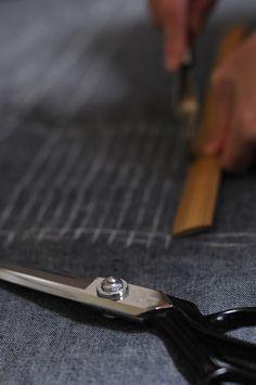 簡単布ぞうりの作り方♪エコで健康的な和のルームシューズを手作りしよう | キナリノ Cufflinks, Handmade, Accessories, Fashion, Moda, Hand Made, Fashion Styles, Wedding Cufflinks, Fashion Illustrations